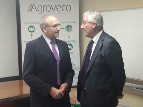 El consejero Olona visita las instalaciones de Agroveco